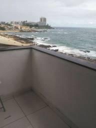 Apartamento um dormitório com varanda frente mar