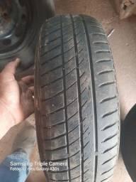 Vendo dois pneus com aro e tudo