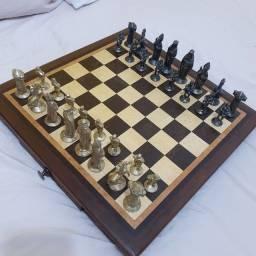 Tabueiro xadrez em machetaria peças em bronze 750 reais