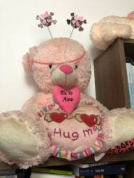 Urso rosa grande