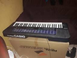 Vende se um teclado