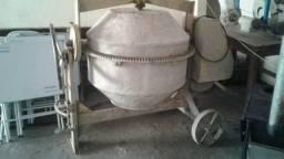 Betoneira semi nova 400 litros