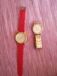 Vendo os dois relógios
