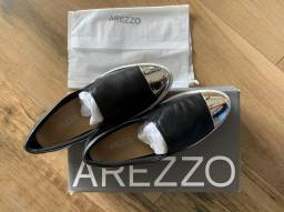 Tênis em couro Arezzo 34!