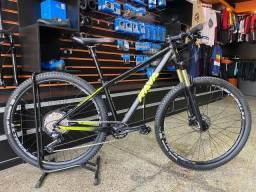 Bicicleta Aro 29 Rava Cave tamanho 15.5 Shimano Deore