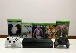 Xbox One X 1TB + 1 controle - Seminovo - Loja Centro de Niterói