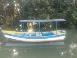 Vendo barco de madeira - 5,5 metros com motor a diesel 10 HP - documentado