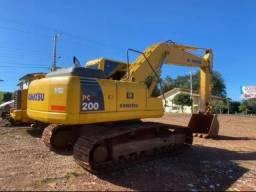 PC 200 escavadeira