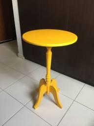 Mesa de canto amarela redonda