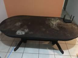 Vendo mesa de madeira valor R$ 200,00