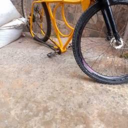 Duas bike para troca pela 29 uma rebaixada e a outra e 26