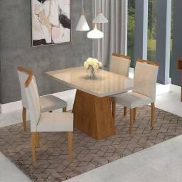 Mesa com 4 Cadeiras e Tampo de Vidro