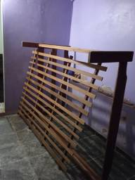 Cama de casal de madeira$150