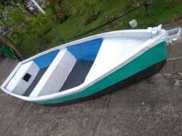 Barco de fibra com Motor