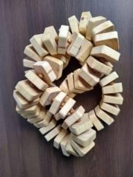 Colar decorativo de madeira pinus, artesanal ( 75cm)