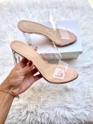Sandálias novas