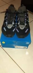 Tênis Adidas originals LXCON