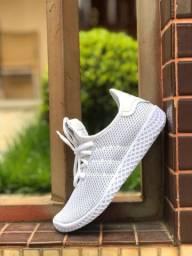 Tênis Adidas HU $150,00
