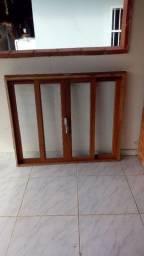Uma janela e duas grades