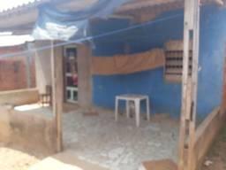 Vendo ou troca uma casa mista no bairro montanhês