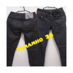 Calças jeans semi novas