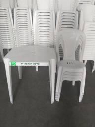 Título do anúncio: Conjunto de Mesa e Cadeiras Plásticas