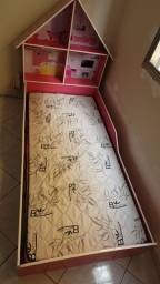 Cama de criança modelo casinha