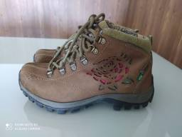 Bota feminina Macboot. N 36