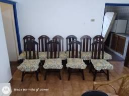 Cadeiras de madeira com almofada