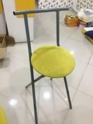 Cadeira e cortina de loja