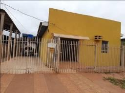 Vende-se duas casas a uma quadra da av. Júlio Campos
