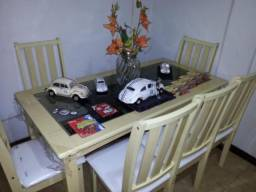 Mesa de jantar com 6 cadeiras, marca RYMO, tampo com detalhe em vidro (10x no cartão)