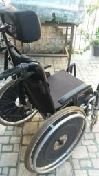Cadeira De Rodas Usada Com Apoio Para Cabeça E Encosto Reclinável