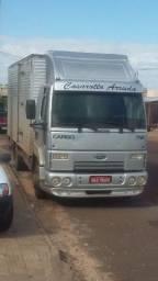 Caminhão 3/4 bau agregado - 2012