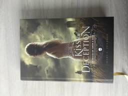 Livro Kiss of deception