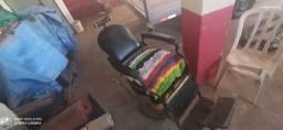Vende-se uma cadeira de barbeiro profisional3. 3500 e um ar comercial24mil BTUs 1500rs