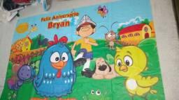 """Painel galinha pintadinha já gravado com a frase """"feliz aniversário Bryan"""""""