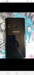 Samsung Galaxy A20s 32gb  3 meses de uso, está completo ( caixa, carregador é fone )
