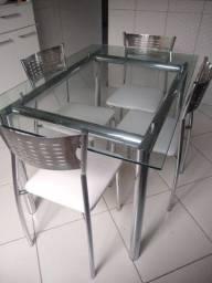 Mesa de jantar com 4 cadeiras *