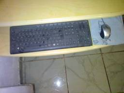 Computador e mesinha