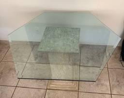 Mesa Sextava - tampo de vidro - base em mármore