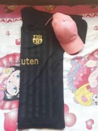 Vendo esse chapeu e essa camisa do Barcelona