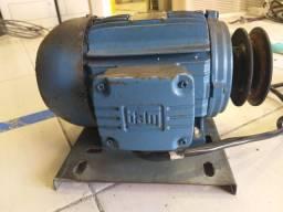 200,00 Motor trifásico 220/380/440