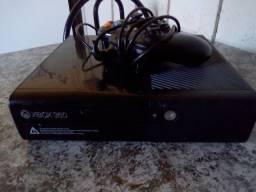 Vendo Xbox. 360 por 350 reais