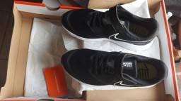 Tênis Nike Runner NOVO  N. 33 Comprado na Centauro