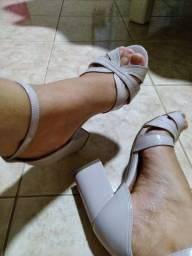 Sandálias seminovas