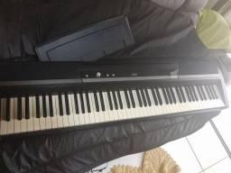 Vendo ou troco Piano Elétrico Korg