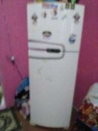 Vendo essa geladeira fosfree tá faltando o gás