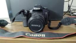 Câmera Canon 70d com tripé e flash