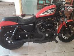 Moto Harley-Davidson 883R